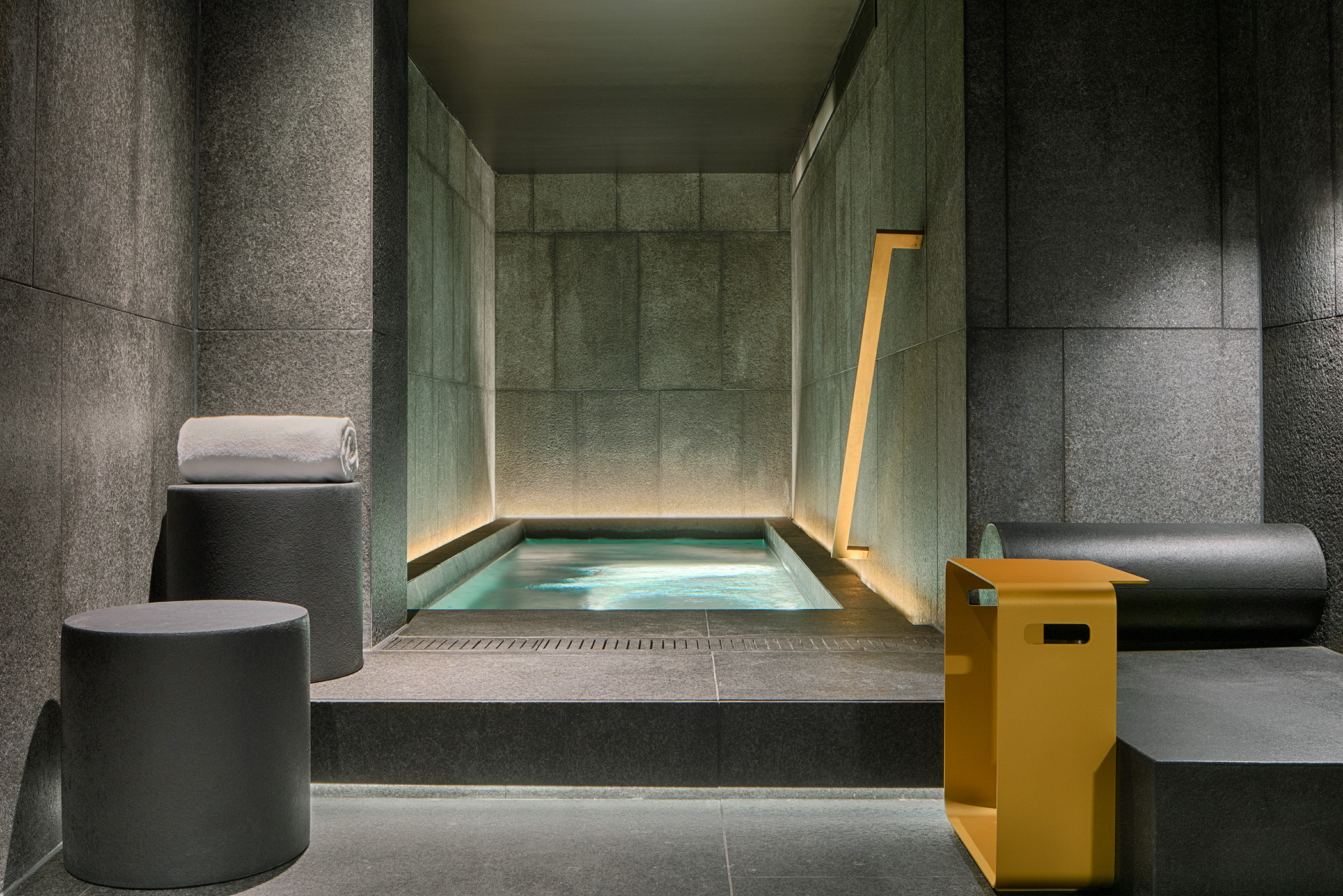 Away Spa Whirlpool